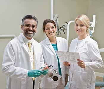 Dentists discuss about patient's tooth extratctions